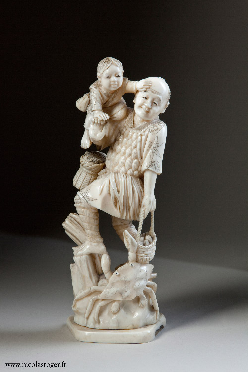 Père et son enfant en ivoire