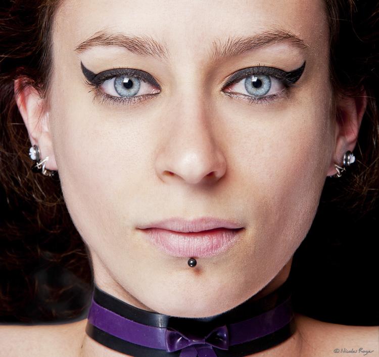 Portrait d'une belle jeune femme façon mode