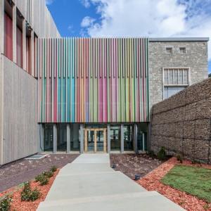 Photographie architecture de l'entrée de la Cité internationale de la tapisserie d'Aubusson
