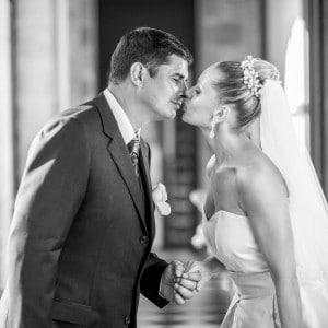 Photographie de mariage un instant avant le baiser