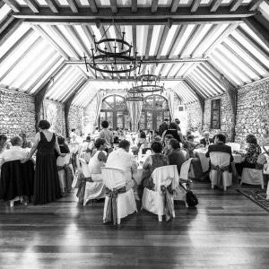 Les invités du mariage lors de la réception