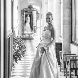 L'épouse photographiée dans le château