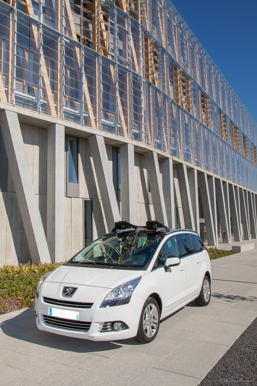 Photographie d'appareillage technique en décor urbain