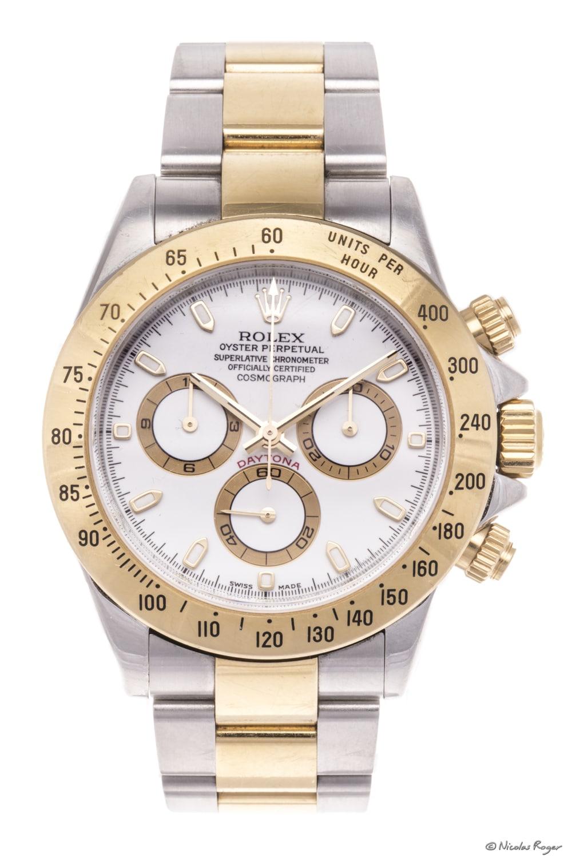 Photographie d'une montre de luxe d'occasion