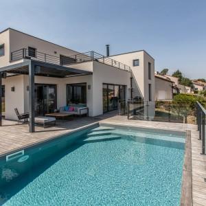 Photographie architecture : Une maison et sa piscine