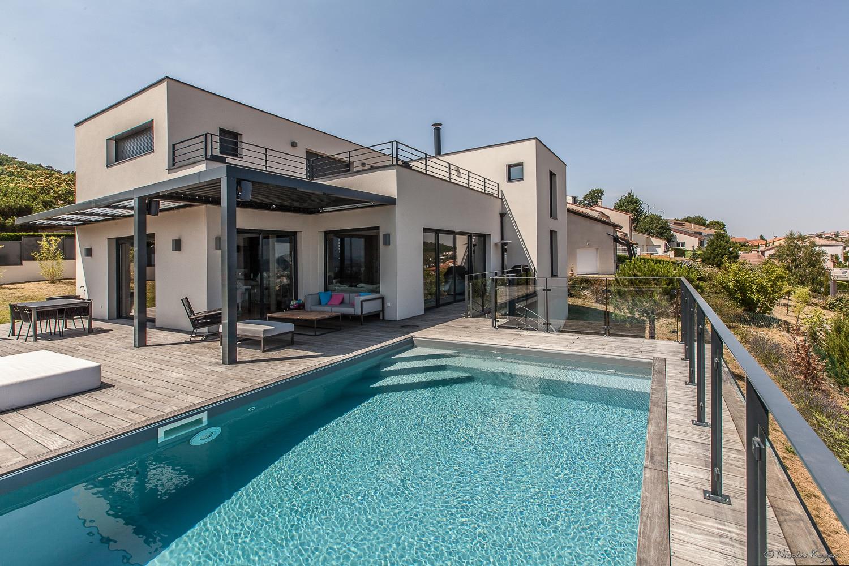 Photographie architecture une maison et sa piscine for Piscine architecture