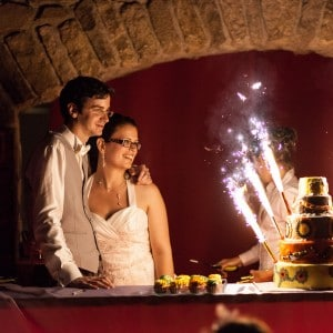 Découpe du gâteau pour les mariés