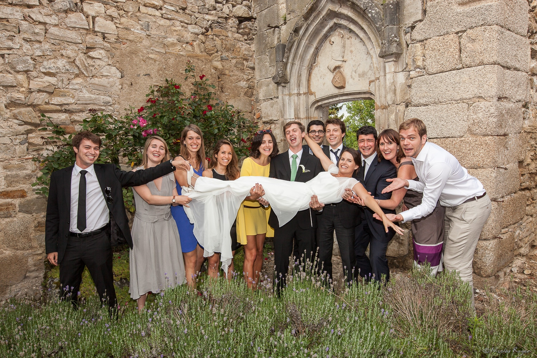 Photographie de groupe durant le mariage