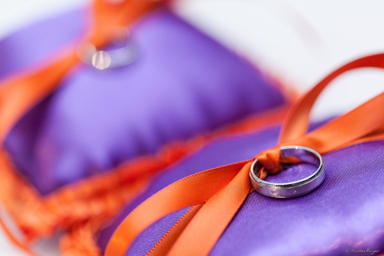 Alliances de mariage sur des coussins