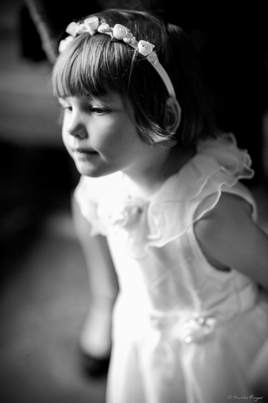 Photographie d'enfant pendant un mariage