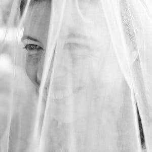Sourire de la mariée : photographe de mariage en Auvergne