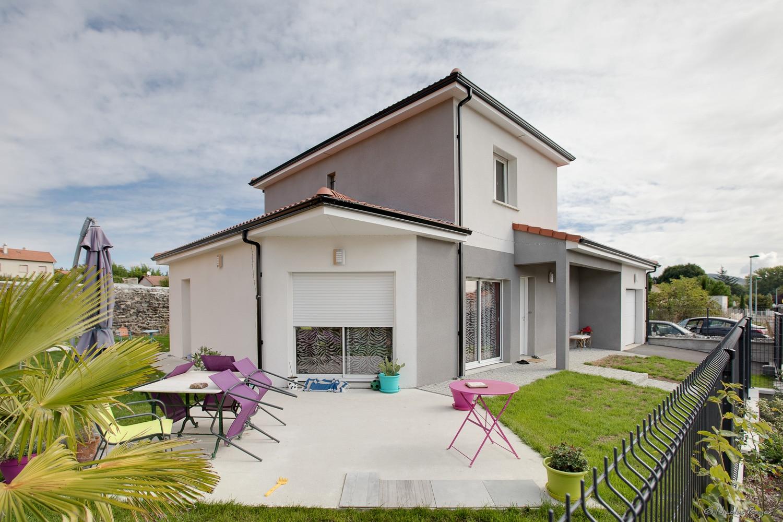 Photographie d'une maison qui est à vendre.