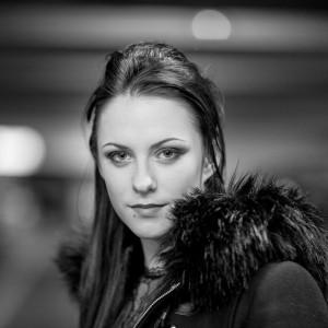 Portrait en noir blanc en extérieur