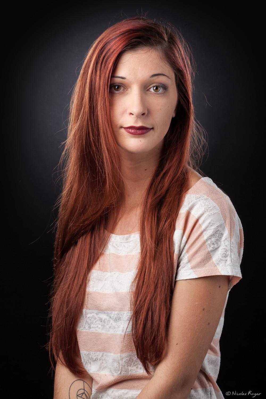 Photographie d'une jeune femme au long cheveux.