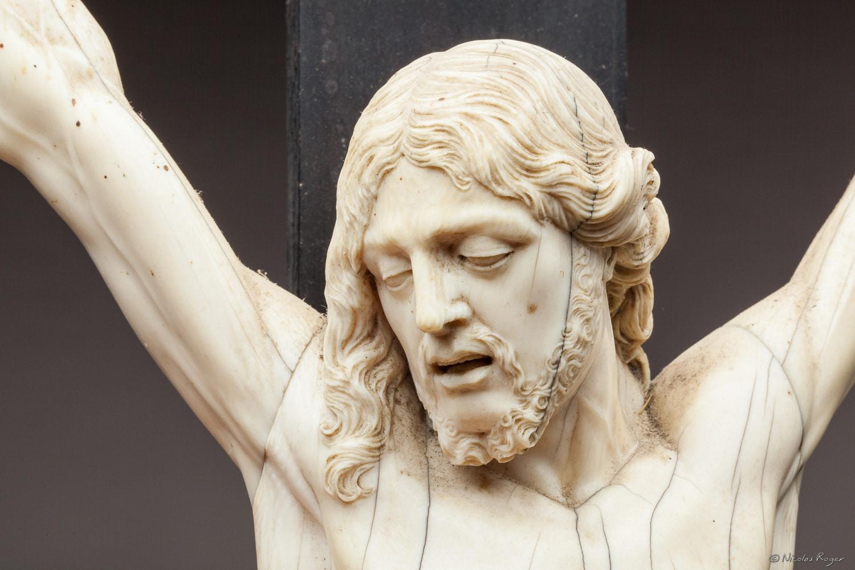 Photographie d'un détail de Christ en Ivoire