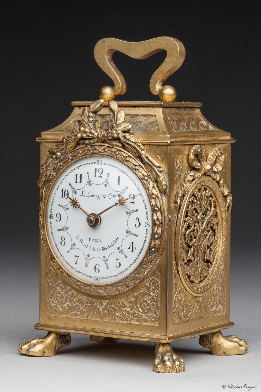 Pendule d'officier en bronze ciselé et doré