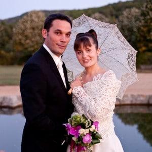 Photographie de mariage dans le parc du château de Saint-Saturnin