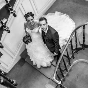 Les mariés montent les escaliers