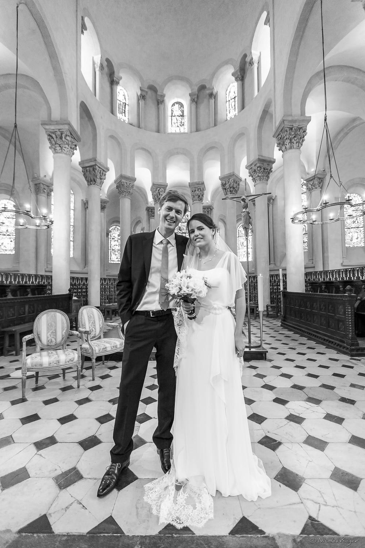 Le couple de mariés à l'église