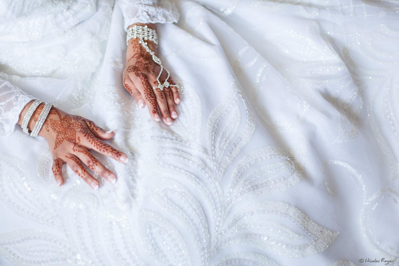 Mariage oriental – Les mains de la mariée, tatouées au henné