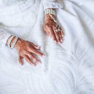 Mariage oriental - Les mains de la mariée, tatouées au henné