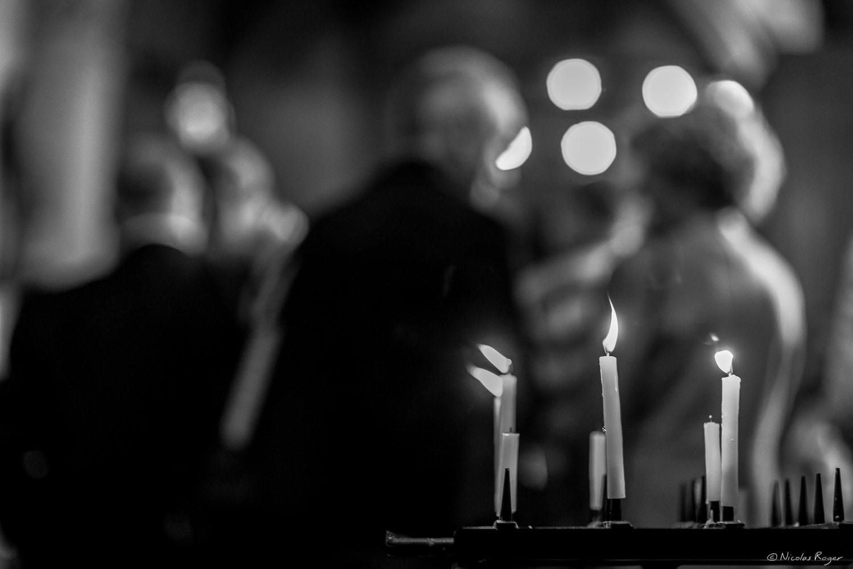 Photographie de bougies dans l'église – Ambiance