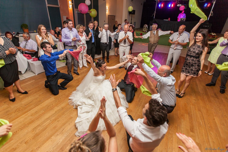 Danse des mariés et des invités