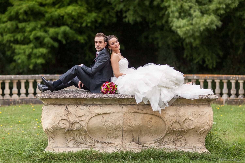 Mariés dos à dos