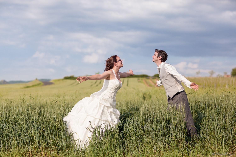 Les mariés dans la nature