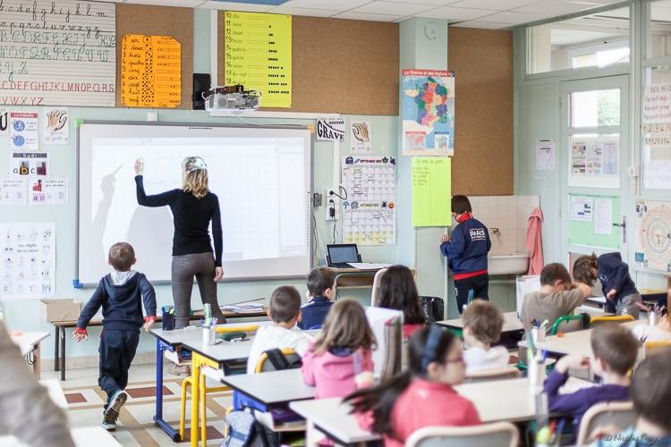 Photographie d'une salle de classe